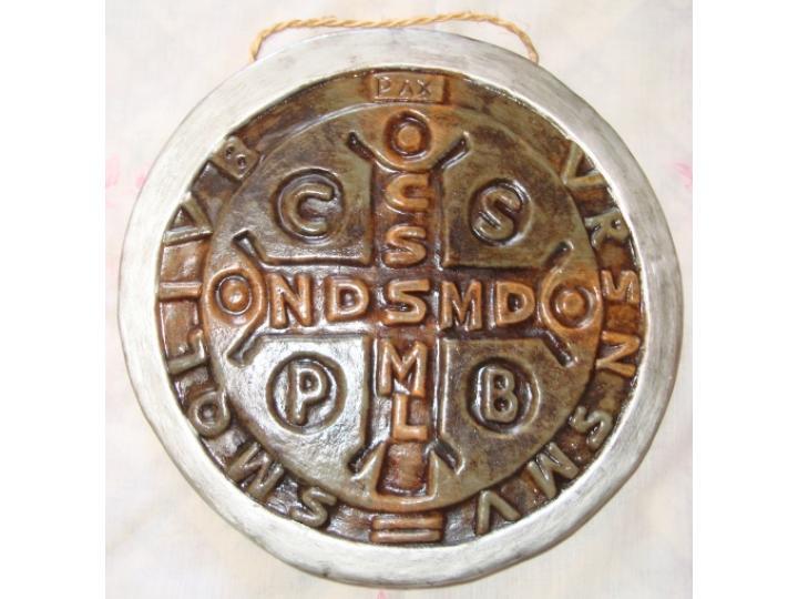 Medalha de São Bento em cerâmica
